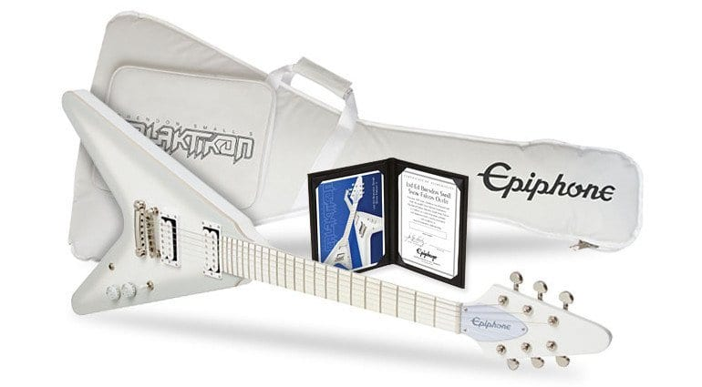 epiphone-brendon-small-snow-falcon-flying-v-signature-front-gigbag-white-1.jpg (770×425)