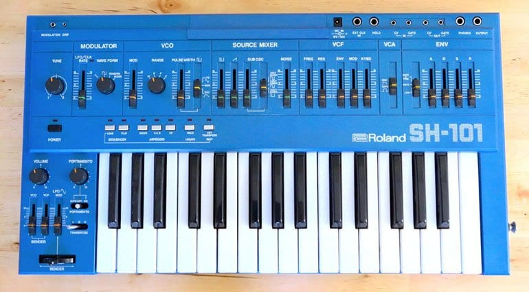 Roland SH-101 in blue