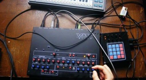 WaveGlyde WaveG monophonic synthesizer