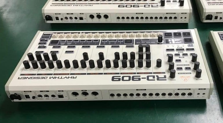Behringer RD-909 rear connections