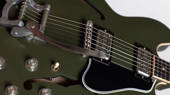 Gibson Chris Cornell Tribute ES-335 close