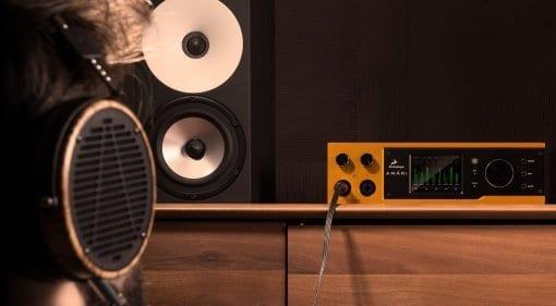 aa_amari_headphones_gradient