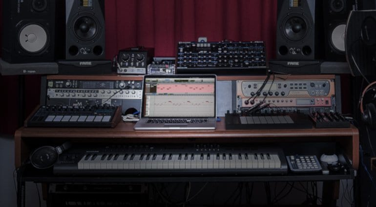 avid pro tools 2019 desk MIDI gear