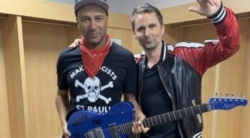 Matt Bellamy gists Tom Morellow a Manson Guitar Works guitar