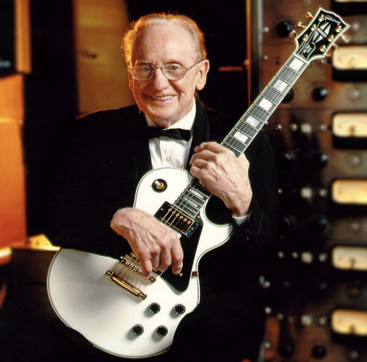 Les Paul with his one off 2002 White LP