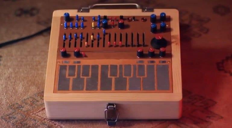 S8JFOU Peeps Music Box