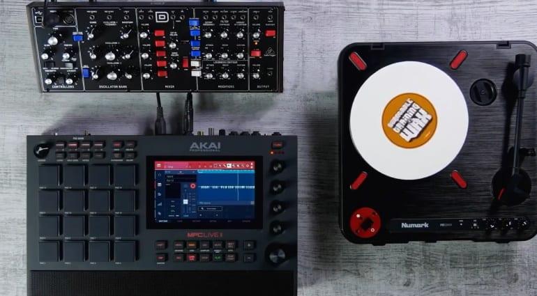 AKAI MPC Live 2 gear