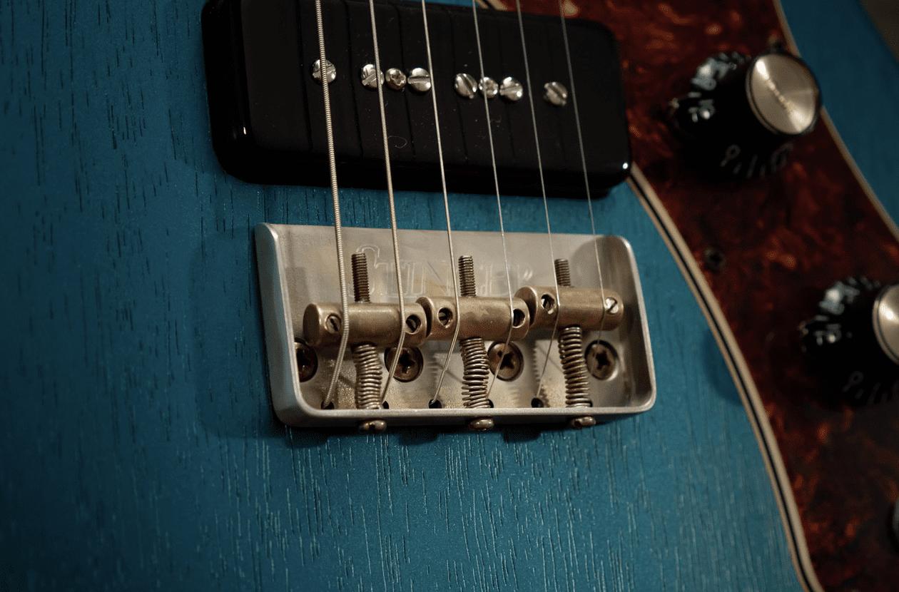 Macmull Custom Guitars The Stinger bridge with brass saddles