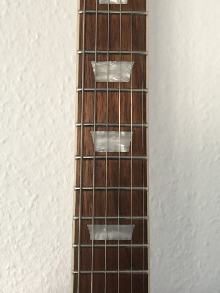 All frets are nicely dressed