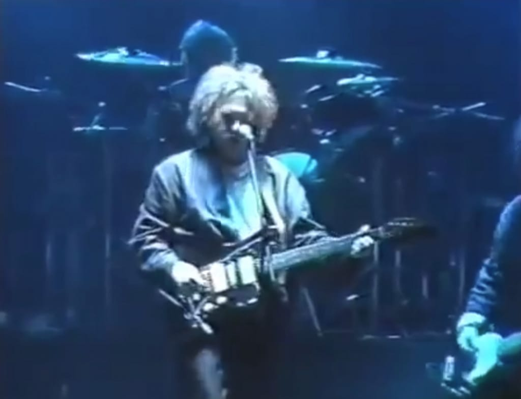Live in 1985 with his Jazzmaster - not the middle pickup