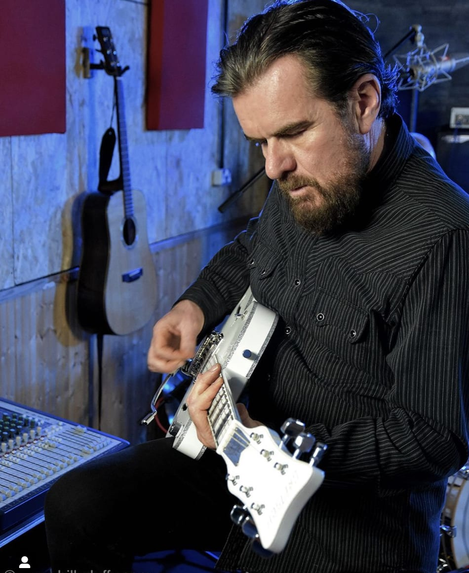 Billy Duffy playing his new Gretsch White Falcon prototype