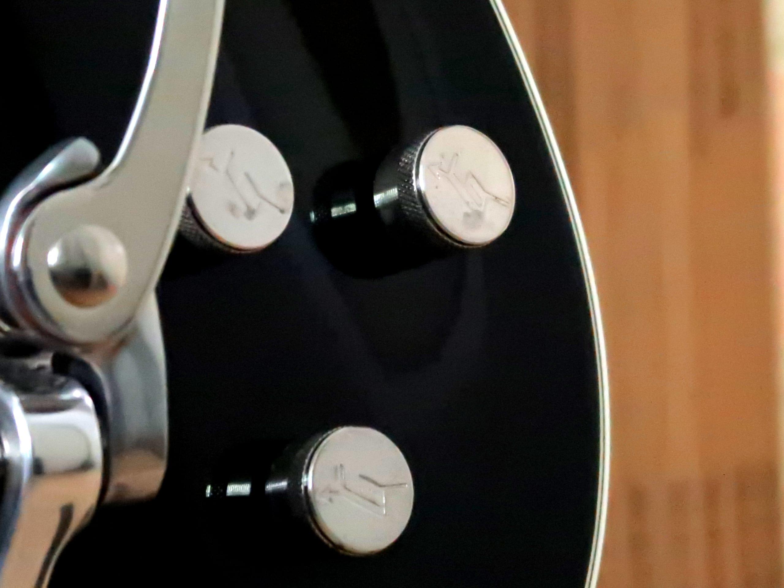 Gretsch 6128T electric guitar closeup control knobs