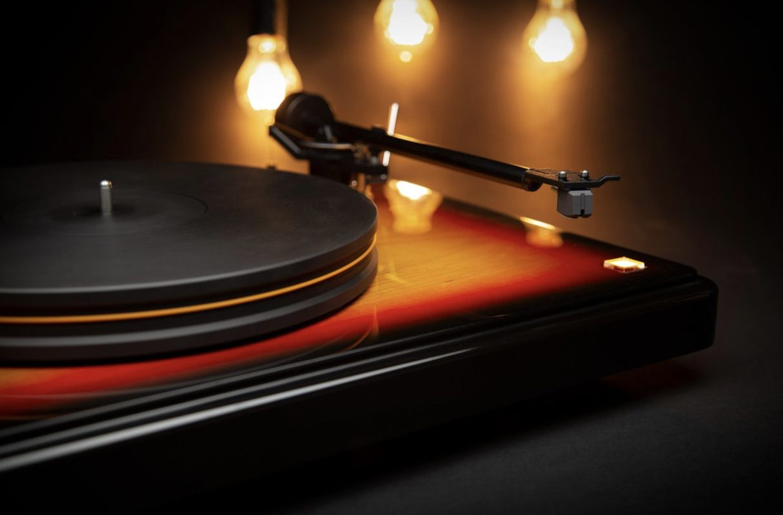 MoFi Electronics - Fender x MoFi PrecisionDeck Limited Edition Turntable